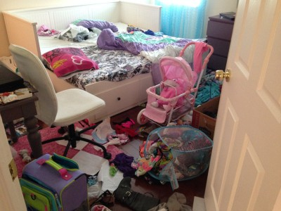 Cluttered_kids_bedroom
